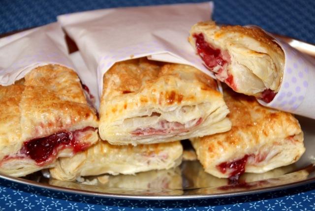 Kirsch-Taschen; Plunder; Lecker Bakery