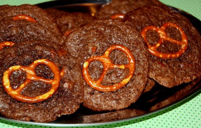 süß-salzige Kekse; Schokolade und Salzbrezeln