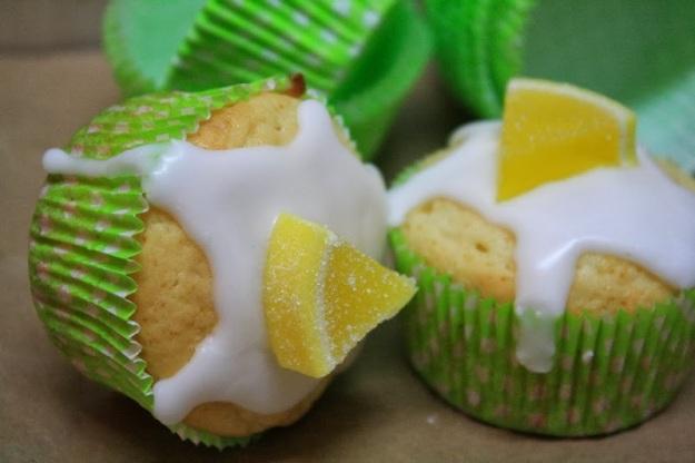 Muffins mit Zitrone, Saurer Sahne und Zuckerguß