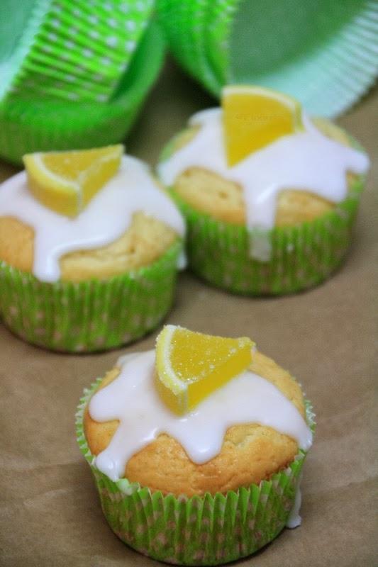 mit Zuckerguss und Gelee-Dekoration