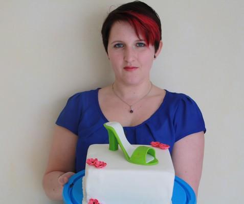 Geburtstagskuchen mit Highheel in grün