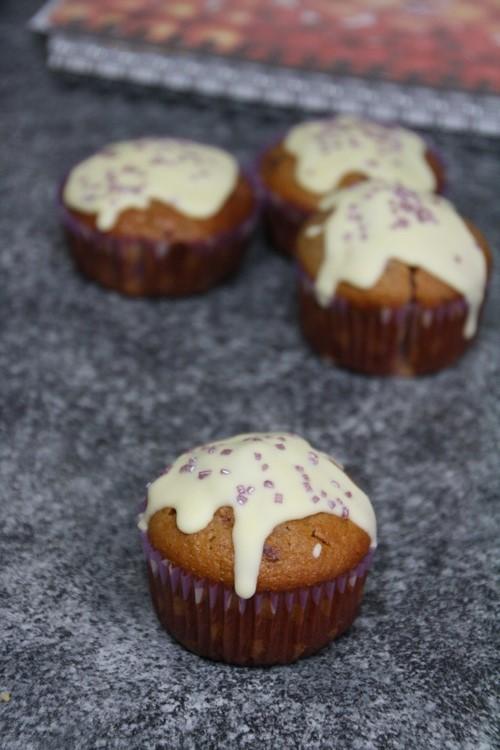 Muffins mit in Alkohol eingelegten Beeren
