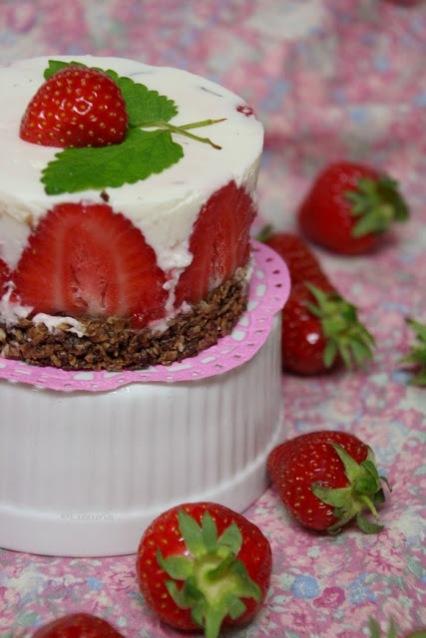 Erdbeer-Zitronenmelissen-Törtchen