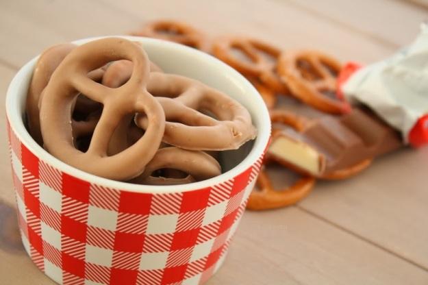 Salzbrezeln mit Kinderschokolade-Überzug