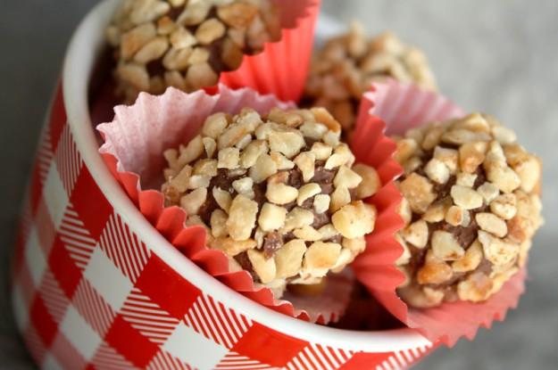 Haselnuss-Trüffel, Haselnuss-Schokoladen-Trüffel, Pralinen selbstgemacht, Rocher